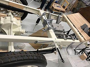 Die Karosserie mit eingebautem Getriebe.